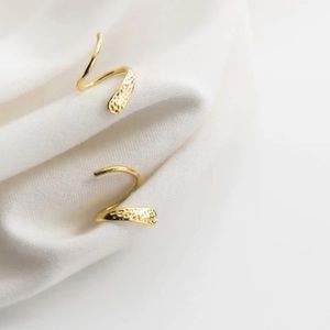 DAINTY GOLD PLATED S925 CUFF EARRINGS